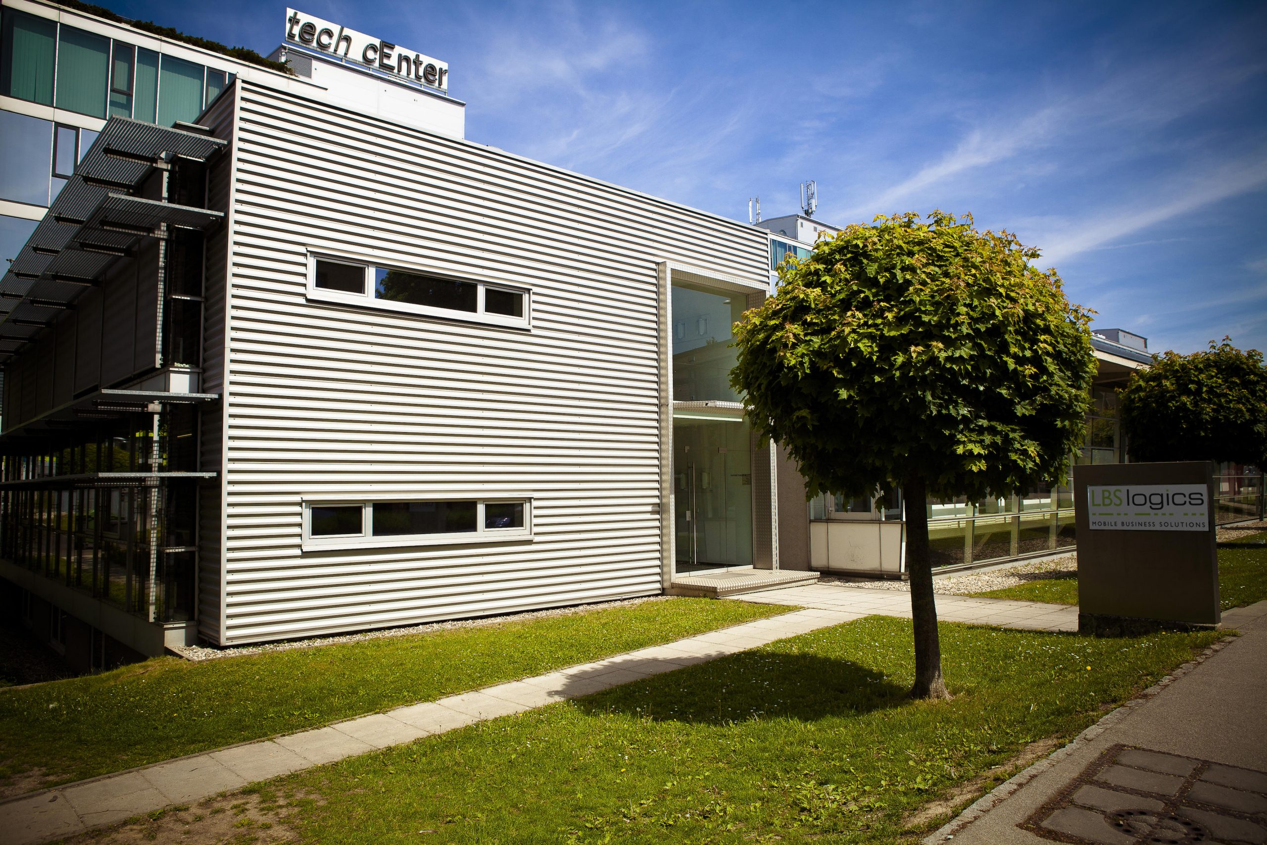 LBS logics Firmengebäude in der Linzer Hafenstraße von außen
